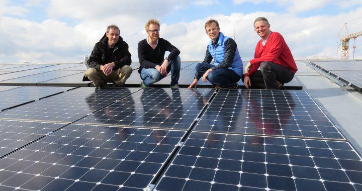 Abnahme der PV-Anlage am 6.4.2016. (v. l. n. r.: Stefan Hauser (Hauser Solartechnik GmbH), Andreas Leonhard (Geschäftsführer der Betreiber GbR), Christian Pletl (GbR-Gesellschafter), Dr. Andreas Horn (Energiewendeplaner GmbH).